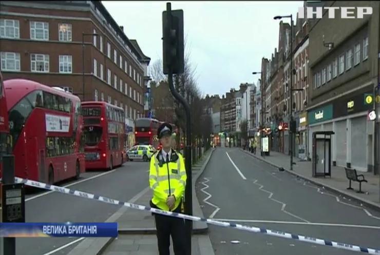 У Лондоні чоловік із ножем накинувся на людей