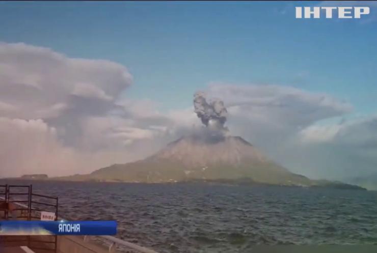 """Вулкан """"привітав"""" японців дощем із каміння"""