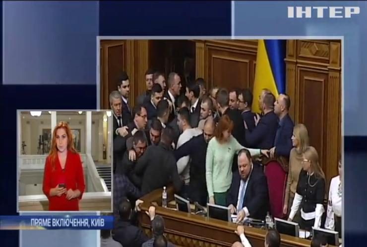 Бійки та блокування трибуни: законопроект про ринок землі розсварив депутатів
