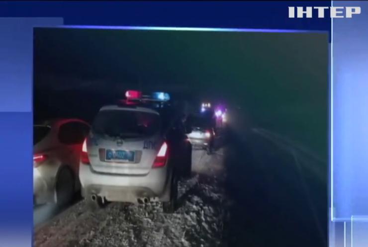 У Росії мікроавтобус з українцями зіткнувся з вантажівкою