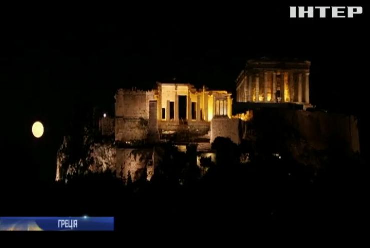 Повний місяць освітив небо над Акрополем