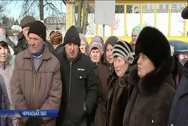 На Черкащині люди вимагають відремонтувати дороги