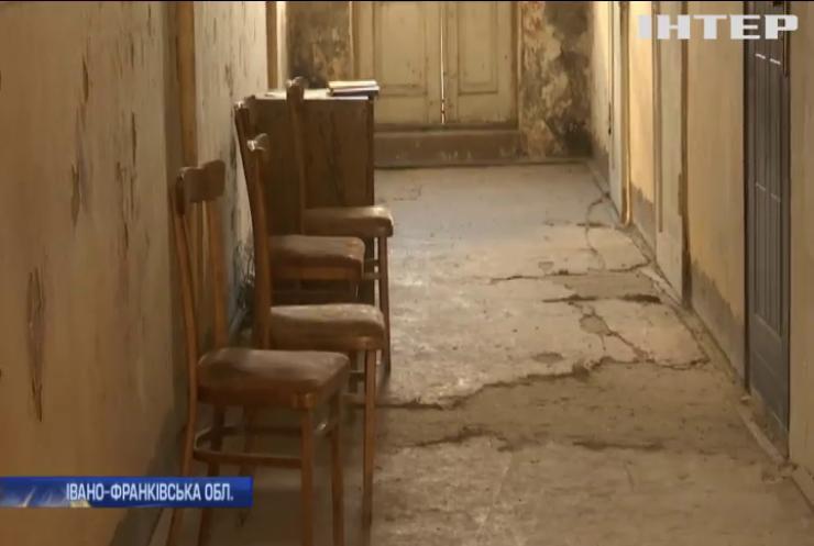 """На Прикарпатті десятки відділень """"Укрпошти"""" потребують капітального ремонту"""