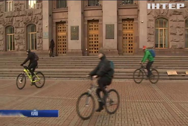 У Києві день Святого Валентина відсвяткували велопробігом