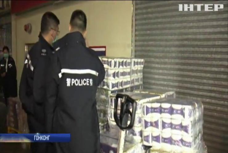 У Гонконгу із супермаркета викрали кілька сотень рулонів туалетного паперу