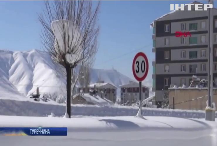 Туреччину завалює снігом: замети заблокували десятки доріг
