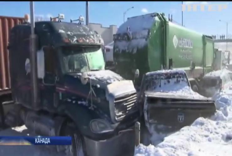 У Канаді зіткнулися дві сотні автівок