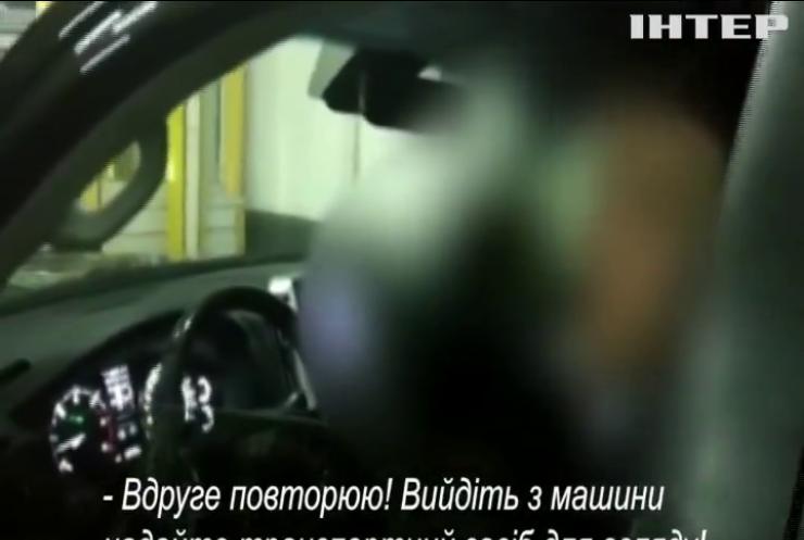 Дипломат-контрабандист намагався вивезти з України партію цигарок
