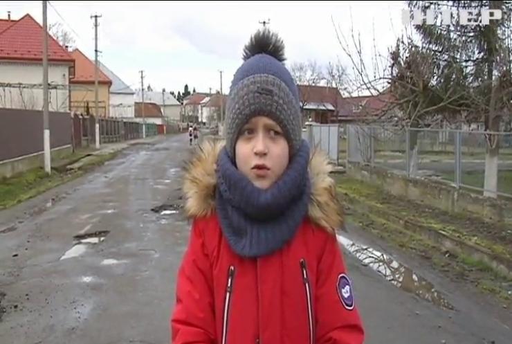 Жителів Мукачівщини змучило суцільне бездоріжжя