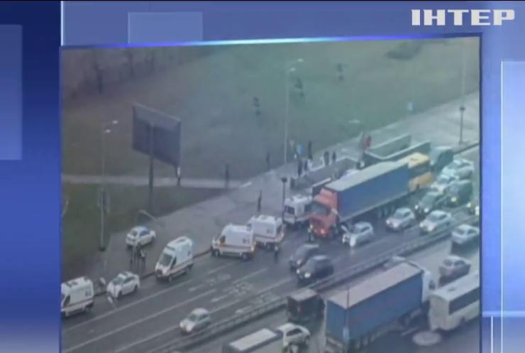 У Києві маршрутка з пасажирами протаранила вантажівку