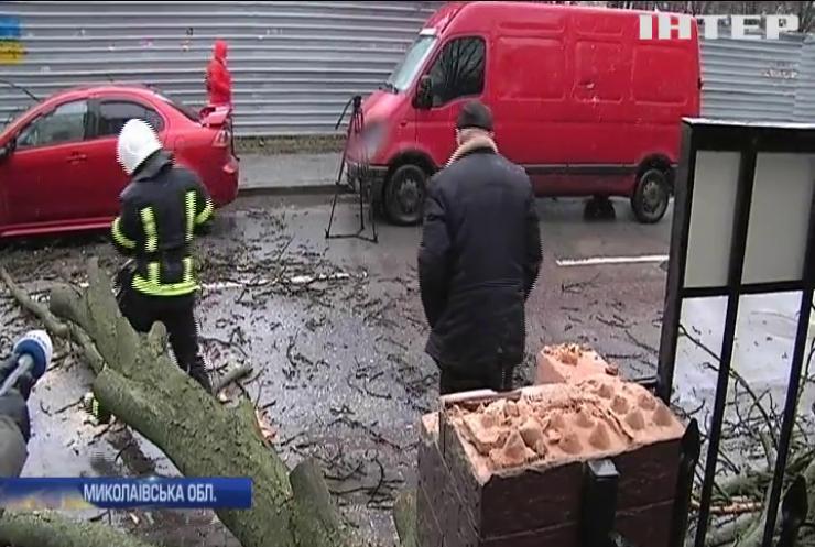 Знесені дахи та поламані мости: Миколаївщиною пронісся нищівний циклон