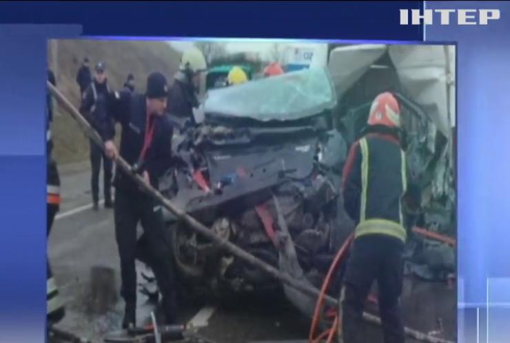 На Львівщині сталася масштабна ДТП за участі шести автівок