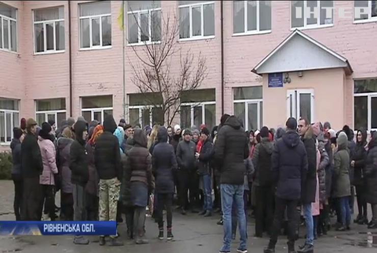 Школярі прогулюють уроки на знак протесту