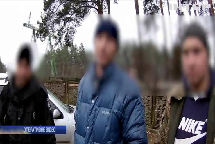 """У Києві затримали групу """"чорних лісорубів"""""""