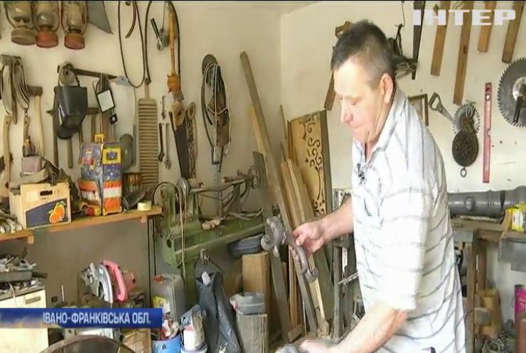 Прикарпатський майстер виготовляє козацькі гармати