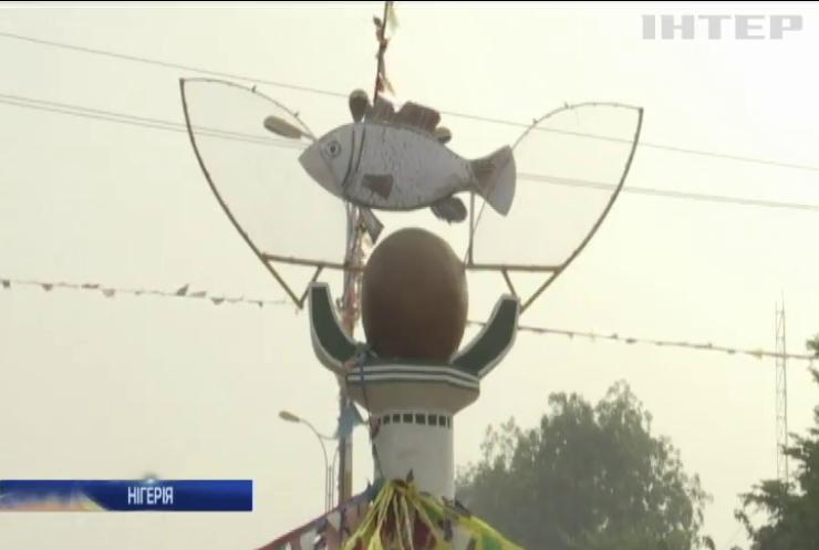 Коронавірус не завадить: на фестиваль до Нігерії прибувають тисячі рибалок