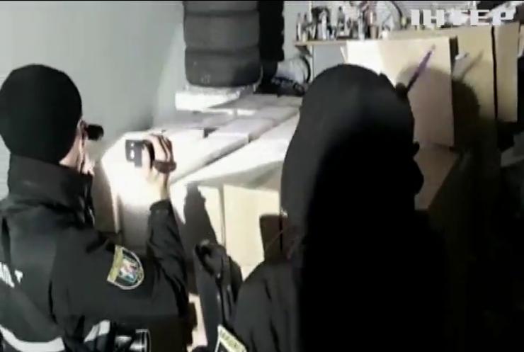 У Києві озброєні злочинці відібрали у підприємців 100 тисяч медичних масок
