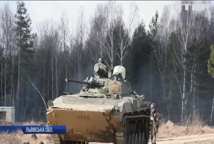 На Львівщині військові тренуються штурмувати населені пункти
