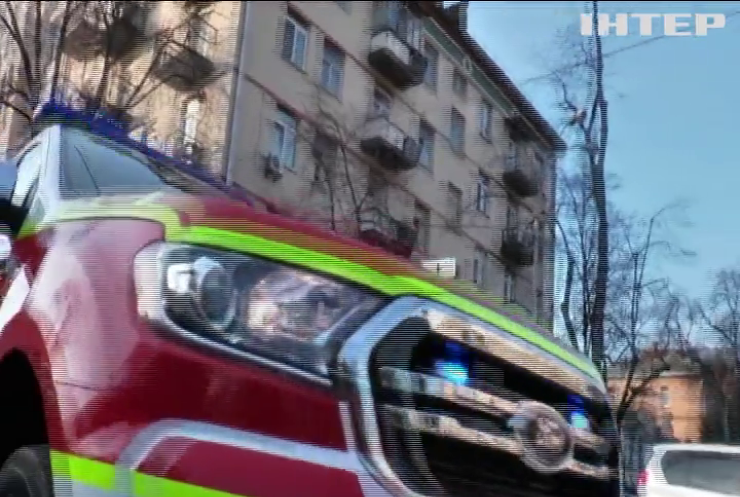 На вулицях України рятувальники закликають людей сидіти вдома
