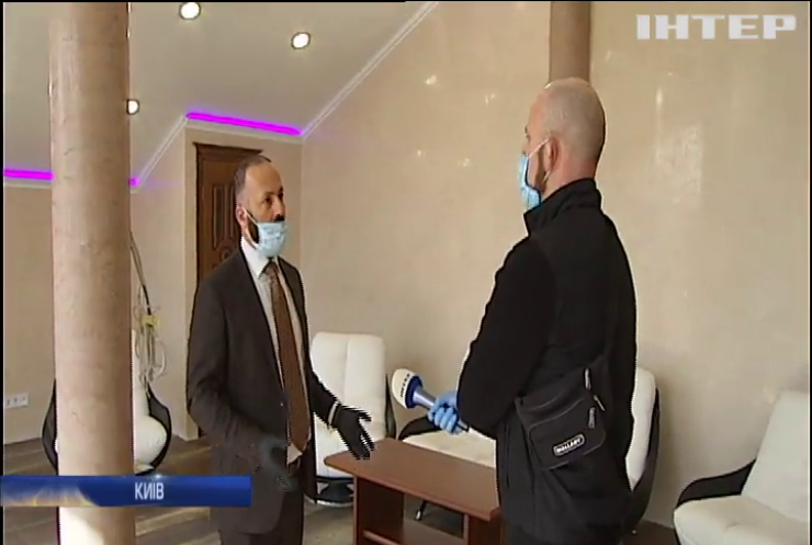 Заради життя: київський волонтер переобладнав власну стоматологічну клініку у гуртожиток для лікарів