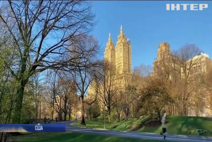 В Нью-Йорк везуть вантажівки з холодильними камерами