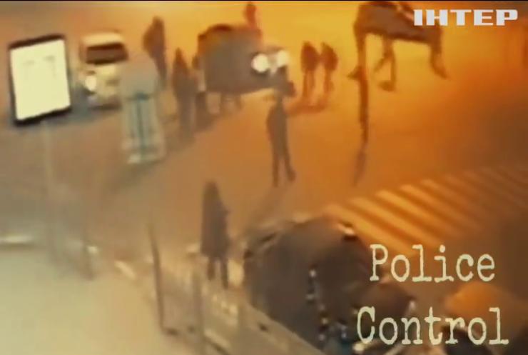 У Харкові невідомі покалічили двох офіцерів поліції