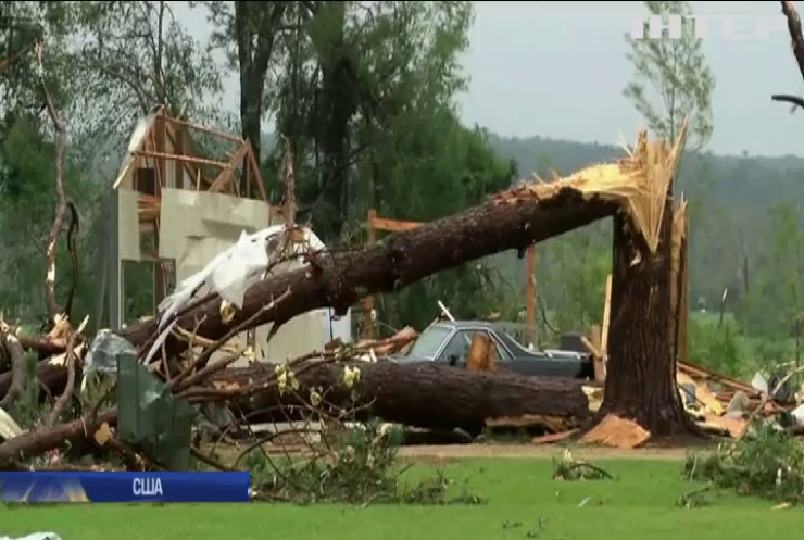 Потужні торнадо накоїли лиха у США