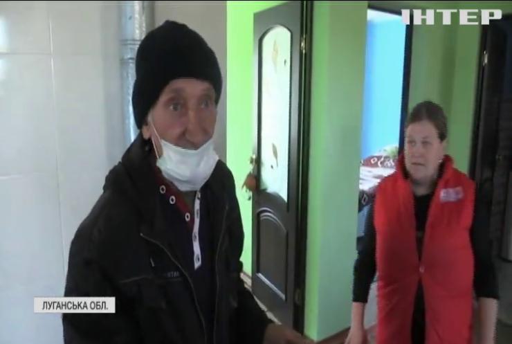 Життя під обстрілами: до прифронтового селища Кримське доправили гуманітарній вантаж