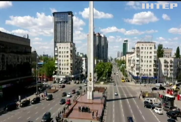 Автопробіг ретроавтомобілів та флешмоб: як відзначили 75-у річницю дня Перемоги у Києві