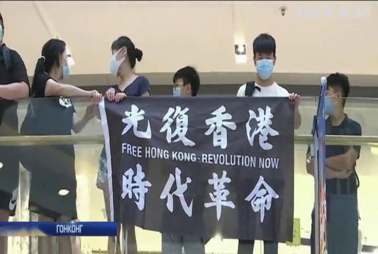Жителі Гонконгу звинувачують владу у зловживанні карантином