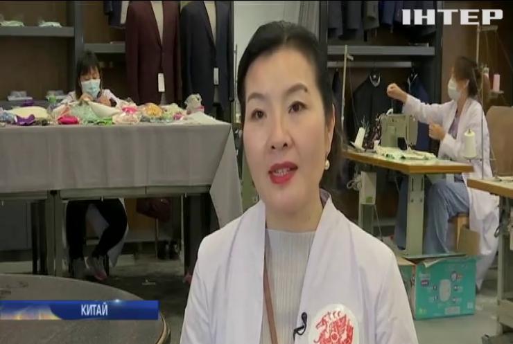 У Китаї виготовляють брендові захисні маски для жінок