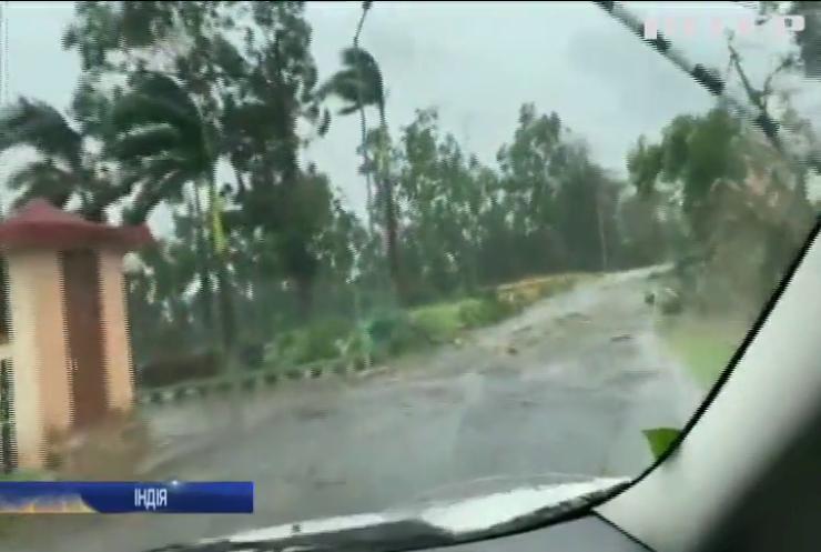 """Потужний циклон """"Амфан"""" накрив узбережжя Індії та Бангладеш (відео)"""