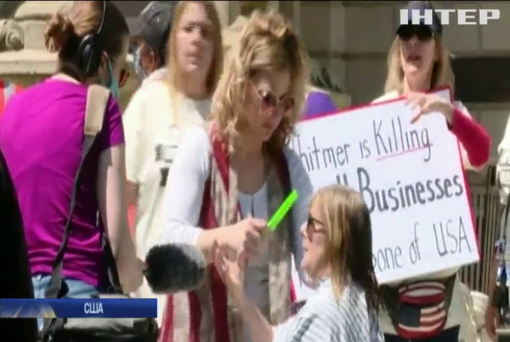 Перукарі Мічігану на знак протесту постригли людей під Капітолієм