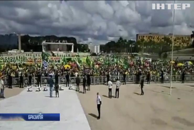 Братські коронавірусні могили: Бразилія потерпає від бездії влади