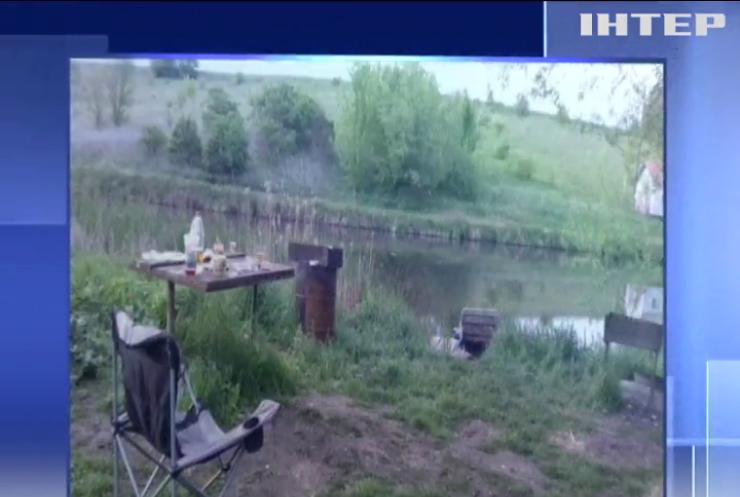 Масове вбивство на Житомирщині: орендар ставка розстріляв на березі рибалок