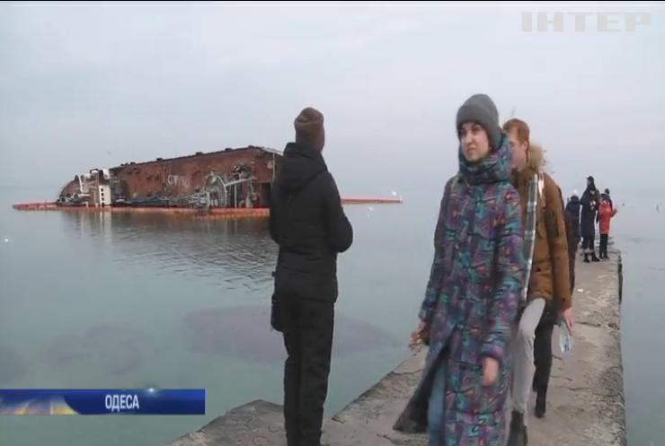В Одесі ліквідували забруднення після витоку дизпалива з танкера Delfi