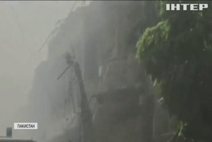Авіакатастрофа в Пакистані: рятувальникам вдалось знайти трьох живих пасажирів