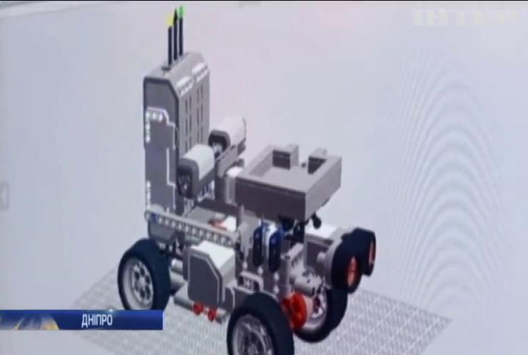 У Дніпрі школярка створила робота-медика