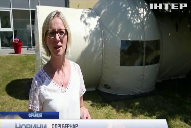 У Франції у будинках для літніх з'явились бульбашки для зустрічі із рідними