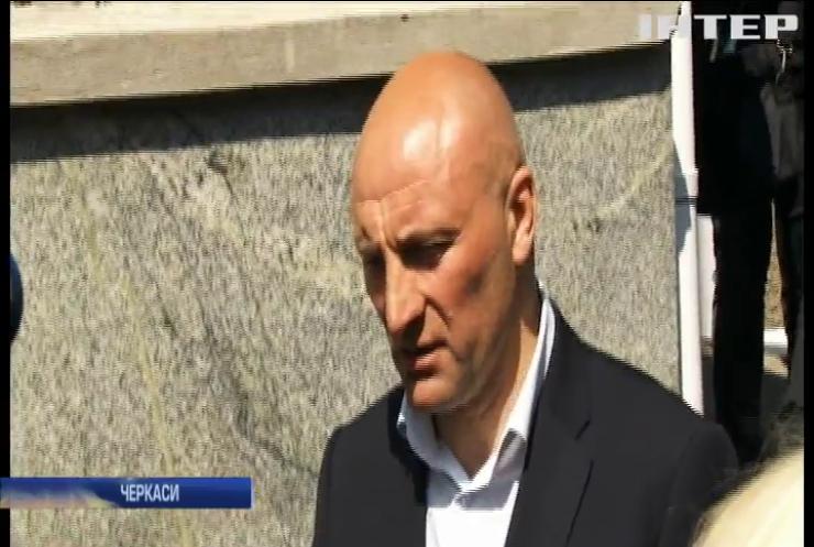 Черкаський міський голова подав до суду на президента