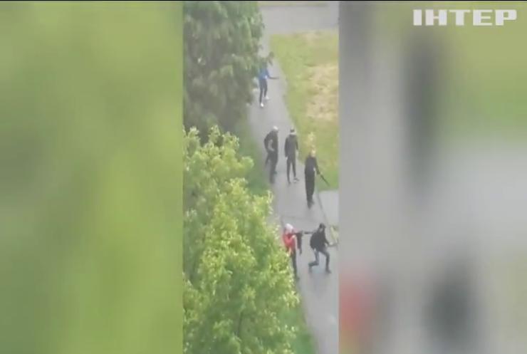 Підприємці та нелегали стріляниною ділили ринок пасажирських перевезень у Броварах (відео)