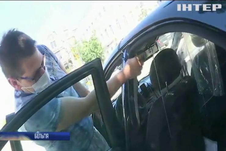 Захисні перегородки, маски та дезінфекція: як працюють таксисти в умовах карантину
