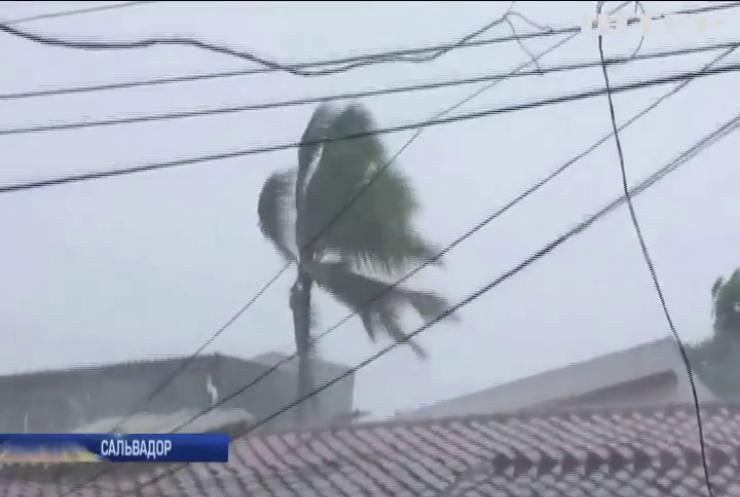 """Шторм """"Аманда"""" завітав до Сальвадору: вітер """"зніс"""" тисячі будинків"""
