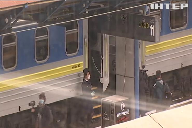 Купе на двох у напівпорожньому вагоні: в Україні запустили залізничне сполучення