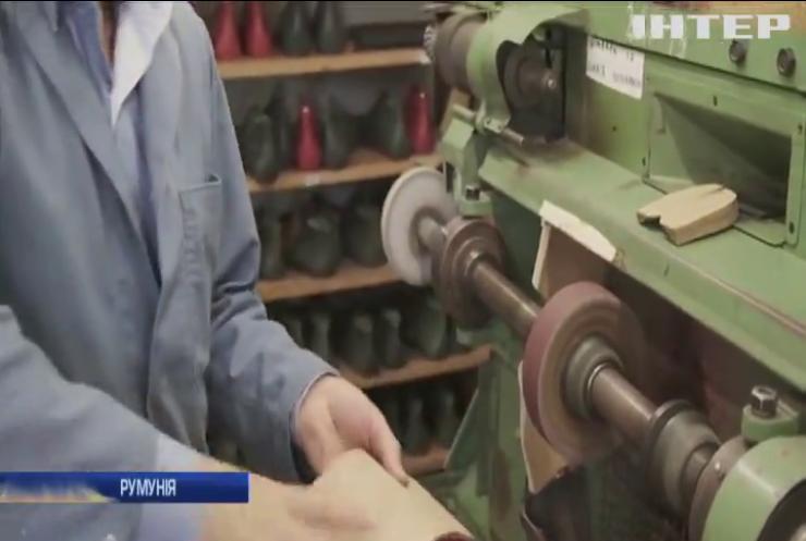 Румунський чоботар створив взуття проти коронавірусу