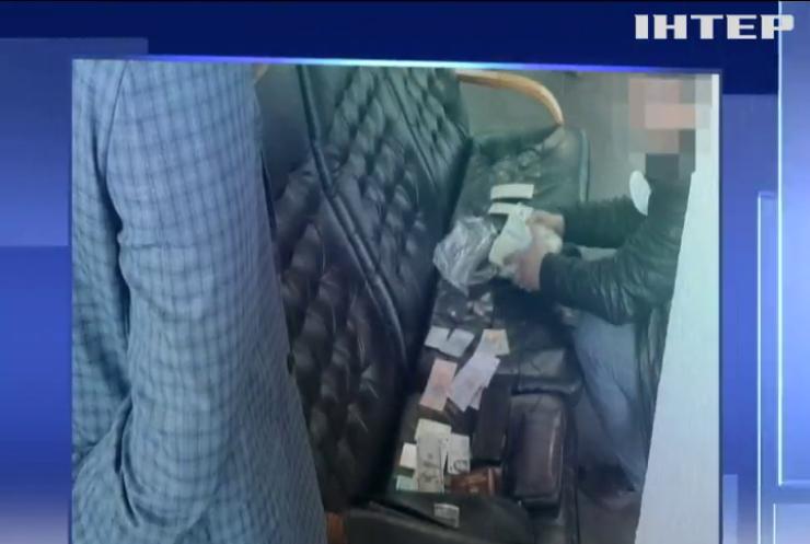 Столичні розцінки: У Києві спіймали прокурора на хабарі