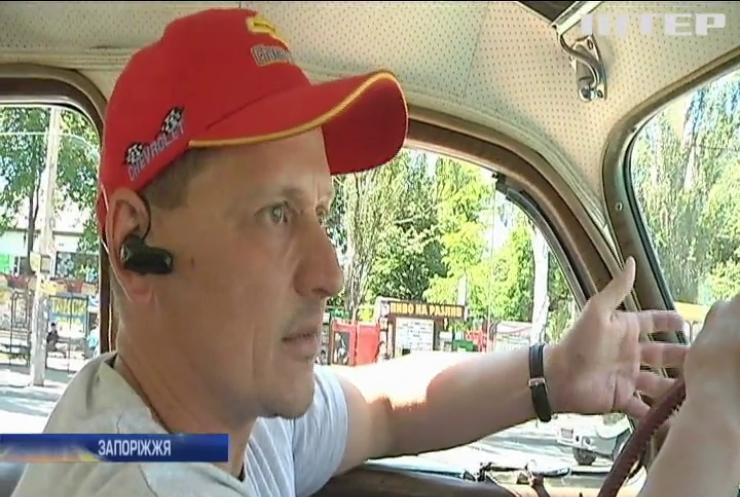 Автомобілісти Запоріжжя відсвяткували послаблення карантину масштабним ретро-ралі