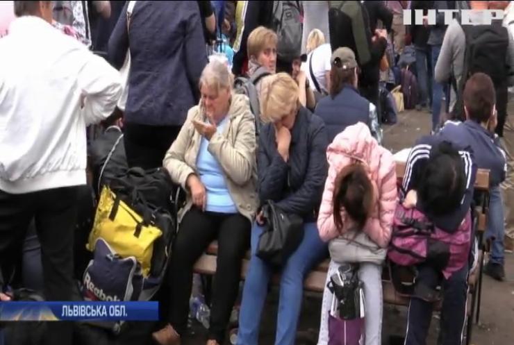 Тисячі людей під пекучим сонцем застрягли на українсько-польському кордоні