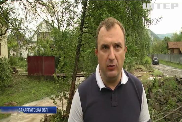 Град та шквальний вітер: негода накоїла лиха на Західній Україні