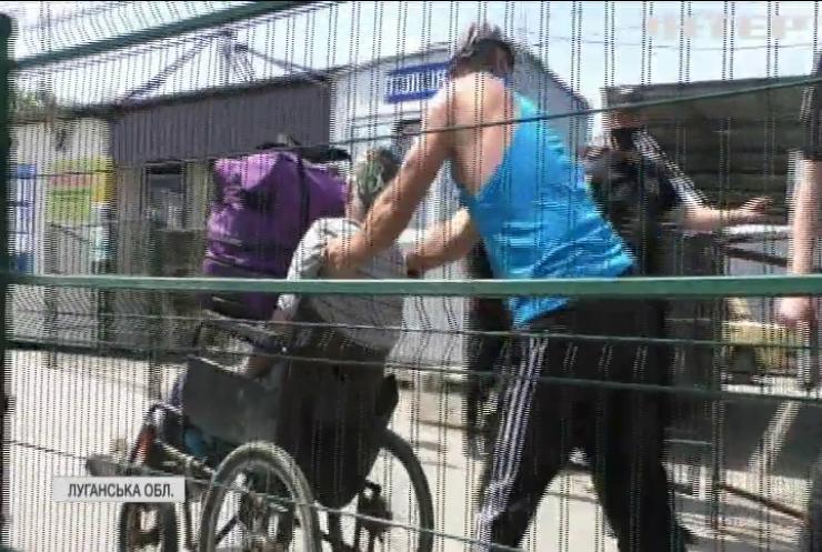 Бойовики заблокували роботу пунктів пропуску на Донбасі